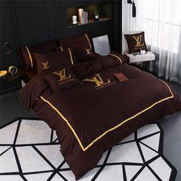 juegos de cama luna estrellas Rebajas Winter Classic bordado de ropa de cama Traje Marca hoja de cama de diseño de alta calidad primavera y verano de 2 colores 4pcs sistemas para hombres y mujeres