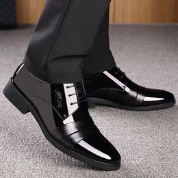 2019 robe de mariée ceinture noire Chaussures en cuir pour hommes Jeunes entreprises Décontracté Robe de ceinture Chaussures Printemps Hommes Rehauts Noir Étudiant Mariage ZZXP3 CD robe de mariée ceinture noire pas cher