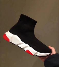 Descuento calcetines de color rosa online-Descuento Calcetines de diseñador zapatos moda hombre mujer zapatillas de deporte entrenador de velocidad negro blanco azul rosado brillo mens entrenadores casual zapato suela pesada