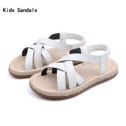 e71e2bfe Fashion Girls PU Sandalias Niños 2019 Verano Niños Playa Zapatos Niños  Negro Blanco Sandalias de tacón plano con correa Zapato de niña # 17