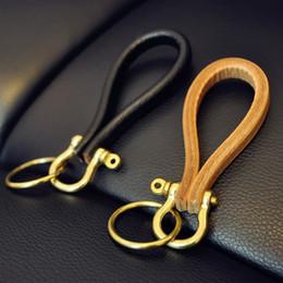 Cobre chaveiros on-line-GUIBOBO 2019 Novos Chaveiros De Couro Com o Anel de Cobre de Bronze Do Vintage Retro Fivela Clássico Handmade Top Camada de Couro NO0197221439