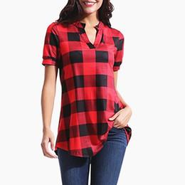 accc02871c Blusas Xadrez Camisas das mulheres Senhoras Solto Grade Top Tees Moda  Casual Pescoço V T-shirt Verão de Manga Curta T Shirt Tops Tees 2019 Novo