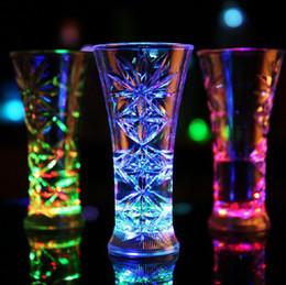 Bicchieri d'acqua lampeggianti online-Acqua attivata Light Beer Wine Cup LED lampeggiante Cambia colore bicchieri di vino Tazza di acqua per Bar Party