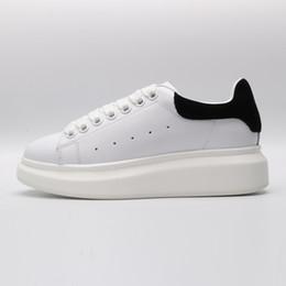 Обувь для мужчин онлайн-Alexander McQueen ACE Black white red Brand Fashion Luxury Designer Women Shoes Gold Low Cut Leather Flat designers men womens Casual sneakers 36-44