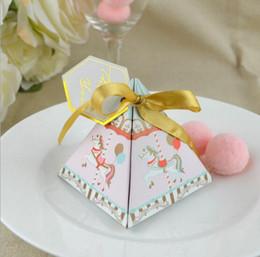 taufe partei liefert Rabatt Nette Karussell-Art-dreieckige Pyramide-Babyparty-Süßigkeit-Kasten-Baby-Taufe-Geburtstagsfeier-Versorgungsmaterial-Geschenk-Kasten 100pcs