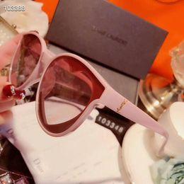 дизайнер в форме сердца солнцезащитные очки Скидка Дизайнерские солнцезащитные очки класса люкс солнцезащитные очки Мода для женщин Очки за рулем UV400 Adumbral с коробкой и логотипом Y103348 Стекло в форме сердца