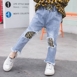 dc6dd6d99648de Stampa leopardata Jeans Jeans Moda Bambino Bambini Jeans 2019 nuove nappe Denim  Pantaloni per bambini Ragazze Pantaloni per ragazze Jeans skinny Bambini ...