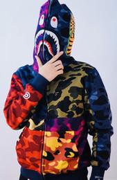 2019 hoodie do velo do camo Outono Inverno dos homens Hip Hop Camo Streetwear Hoodies Homens Mulheres Correspondência de Cores Cabeça de Tubarão Cabeça de Lã Camisola Hoodies hoodie do velo do camo barato