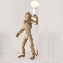 2019 ciondolo in stile americano Salone di studio ha portato luci oro bianco in resina nera Scimmia lampada a sospensione per la luce di Soggiorno lampade d'arte lustro con E27 Led Bul