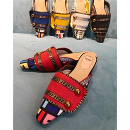 Mejores zapatos para el verano online-5A 2019 Mujer Zapatillas Sandalias Zapatos de diseño Sandalias planas de verano de la mejor calidad Chanclas Sandalias de moda Tamaño: 35-42 Con caja