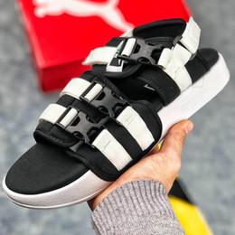 2019 zapatillas de cadera Brand New Designer Flip Flops Zapatillas Zapatos Casual Hombre Diseñador Zapatillas Zapatillas Mujer Hip Hop Street Sandalias Tamaño 40-45 zapatillas de cadera baratos