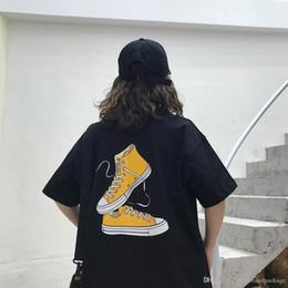 männer t-shirt taschen Rabatt Marke Designer Männer T-Shirt Anime Tuch Schuhe Logo Luxus kurzarm Baumwolle kleine Tasche Paar T-Shirt Mode lässig