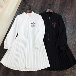 Argentina Vestido de la pista de Milán 2019 Blanco / Negro collar de pie vestido 82902 de la cremallera mangas largas logotipo de la letra del bordado de los plisados de las mujeres Suministro