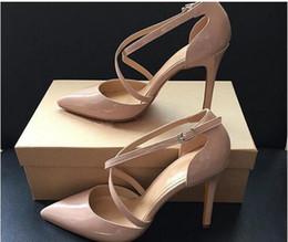 Sandales à lacets en Ligne-Nouvel été Style Femmes Lace Up Red Bottom High Heels Pointu Toe Bandage Sandales Sandales Stiletto célébrité dames Pompes Croix Strap Robe Chaussures