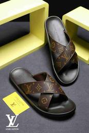 2019 hombres de látex de cadena 2019 nuevas zapatillas casuales de playa marca de moda europea y americana LOGO patrón negro sandalias de hombre antideslizantes chancletas de tendencia -3