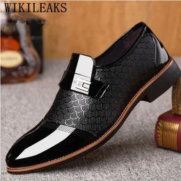 Loafers elegantes on-line-2019 sapatos formais homens mocassins sapatos de casamento italiano homens vestido oxford de couro italiano para elegante ayakkabi