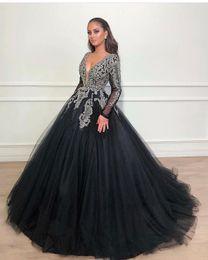 2019 dulce verde 15 vestidos flores Dubai Árabe Vestido de fiesta Negro Vestidos de fiesta Cuello en V Manga larga Granos con lentejuelas Apliques de encaje Dulce 16 Vestidos Vestidos de quinceañera Vestidos