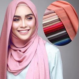 Scialli chiffoni pianura online-Summer Glitters Bubble Chiffon Musulmano Hijab Sciarpa Scialle capo Wrap Plain Color islamico hijab sciarpa di seta abbigliamento