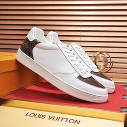 Zapatos hombre mens fashion онлайн-Летняя Мужская обувь кроссовки мода 2019 Спорт дышащий на открытом воздухе спортивная Zapatos de Hombre Rivoli Sneaker с оригинальной коробке Мужская обувь