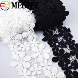 Meetee 5 cm 11 cm Suda Çözünür Pamuk Nakış Çiçek Dantel Trim Siyah Beyaz Elbise Dantel Kumaş El Giysi Aksesuarları nereden pamuklu siyah düzeltme tedarikçiler