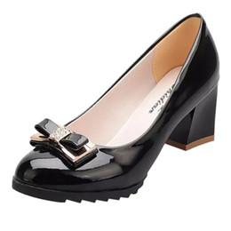 2019 schmetterling knoten ferse Damenschuhe Damenmode Schmetterling Knoten Britische Schuhe Einfache Slipper Leder Single Wedge Heels rabatt schmetterling knoten ferse