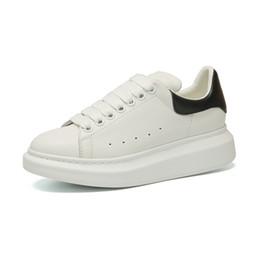 Argentina 2019 Diseñador de marca de lujo de cuero blanco zapatos casuales para mujer mujer hombre negro oro rojo moda cómodo zapatillas planas tamaño 35-43 Suministro