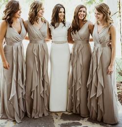 Canada Robes de demoiselle d'honneur de pays de mousseline de soie gris argenté col en V longue au sol cheap silver grey dresses long chiffon Offre