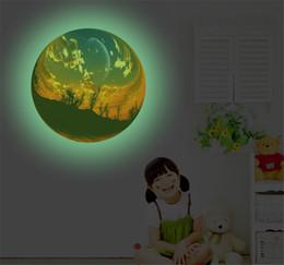 2020 arte obscuridade da parede do fulgor 3D Cênica Bola Adesivo de Parede Fluorescente Removível Brilho no Decalque Noctilucent Escuro Wall Decor Home Art Kids Room arte obscuridade da parede do fulgor barato