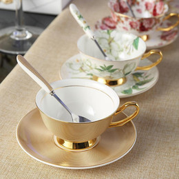 drinkware di lusso  Sconti Europa Noble Bone China Tazza di caffè Tazza del Piattino Spoon Set 200ml Luxury Ceramic Tak in ceramica Top-Grade Tazza di tè in porcellana Caffè Party Drinkware
