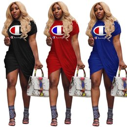 Knielänge sportkleider online-Champions Frauen Kleider Brief drucken 2019 Sommer Mode Kurzarm knielangen Rock Sport Damen Casual Split Kleid S-XL A413003