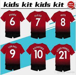conjuntos cortos de fútbol Rebajas # 7 ALEXIS soccer Jersey Kids Kit 2018/19 # 6 POGBA casa rojo Camisetas de fútbol Juegos para jóvenes # 10 RASHFORD Camisetas de fútbol para niños camiseta de uniforme + shorts