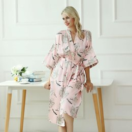Media tela de mujer online-Summer New Sexy Women Satin Bridesmaid Wedding Robe Novedad Print Flower Night Dress Elegant Pink Half Sleeve Home Clothes