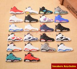 Mini llavero de coche led online-Mini zapatos de baloncesto Llaveros AJ Llavero 22 Estilos Mini zapatos Zapatillas Llavero Llaveros del coche Bolso Colgante Mujeres Hombres Fan Recuerdos C90L F
