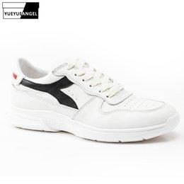 кожа бегущая белая Скидка Натуральная кожа мужчины белые туфли высокого качества дышащие кроссовки повседневная обувь для ходьбы Jogger кроссовки обувь Zapatillas Hombre