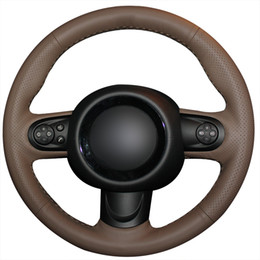 Couro marrom escuro DIY mão costura carro cobertura de volante para Mini Coupe cheap browning steering wheel cover de Fornecedores de tampa do volante escurecimento