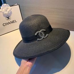 New top brand famoso signore cappello da sole all'aperto per il tempo libero viaggio designer erba tessitura signore cappello da sole con la scatola da bianco cappello di nozze brunito largo fornitori