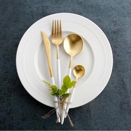 2020 set di lusso di set da tè 4pcs / Set posate forcella del cucchiaio coltello cucchiaino in acciaio inox Tavolo padellame regola Western Luxury Cultery Set 10colors MMA1445-6 sconti set di lusso di set da tè
