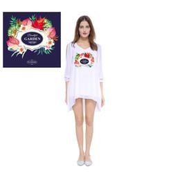 b5ff66763a1 Multi Printed Weiß Lange Hemden Kleider Drop Lange Ärmel Flora Brief Tier  Gedruckt V-ausschnitt Frauen T Tops 2019 FS5346