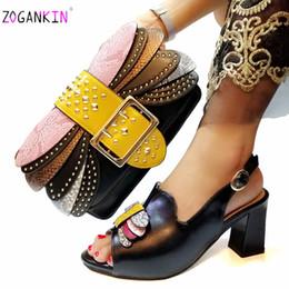 Argentina Verano nuevo diseño elegante color negro zapatos y bolso a juego conjunto damas italianas tacones cómodos para boda real cheap matching shoes bag wedding Suministro