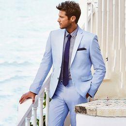 2019 pajarita negra traje gris Traje azul claro para hombres Trajes casuales de boda en la playa para hombres Novio personalizado Best Man Ternos 2 piezas Trajes de hombre con pantalones Trajes de baile