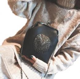 metallketten für handtaschen Rabatt PU Leder Quaste INS Handtasche 6 Farben Metall Quasten Messenger Bags Crossbody Ketten Clip Umhängetaschen OOA6101