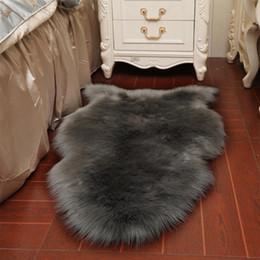 Pavimenti faux online-Tappeto Solid Fluffy Soft Shaggy Carpet Soggiorno Home Warm peluche Tappeti Tappeti Tappeti per bambini Area Faux Fur Rug D19011201