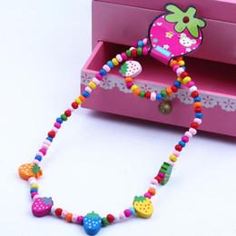 Комплект ювелирных изделий детей комплект онлайн-2Pcs/Set Wooden Strawberry Bead Elastic Bracelet Necklace Children Jewelry Gift New Chic