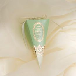 2019 imballaggio della decorazione del nastro New Triangle Cake Box Sacchetto di carta regalo con nastro blu rosa rosso verde confezione regalo scatole decorazione della festa nuziale imballaggio della decorazione del nastro economici