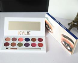 Kylie sombra de ojos online-Kylie Eye Shadow 12 colores de alta calidad Maquillaje de escenario Brillo Maquillaje de otoño e invierno de larga duración con un pincel de sombra de ojos