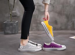 Zapatos de lona de caramelo de las mujeres online-New Net Red Mandarin Duck Shoes New Flat Bottom Ocio Low-Up Casual Shoes Women Stitching Sequined Candy Zapatos de lona de Verano 2019