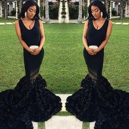 Vestidos de cóctel de tenis online-Sexy hecho a mano negro flores sirena vestidos de baile sencillos con cuello en v sin mangas largos vestidos de noche corte tren vestidos de fiesta de cóctel