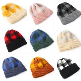 Cappello del bordo online-9 ragazze di stili donne del cappello di sport, tenere al caldo autunno-inverno cappelli lavorati a maglia in pile Berretti 201908 Two-Tone Plaid Wool Cap Hemming sci Caps M205F