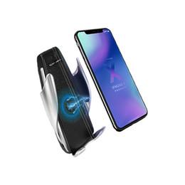 Caja de embalaje de apple iphone online-S5 El cargador de coche inalámbrico 10w, la carga más rápida con la caja para Apple iPhone Samsung, sujeción automática 360 grados de rotación 50 paquetes