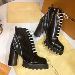Designer de luxo das mulheres sapatos Tornozelo Botas de couro de Patente e solas resistentes Moda clássico senhoras inverno Cavaleiro Botas de Melhor qualidade de